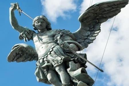 Cada pessoa na terra tem anjo da guarda